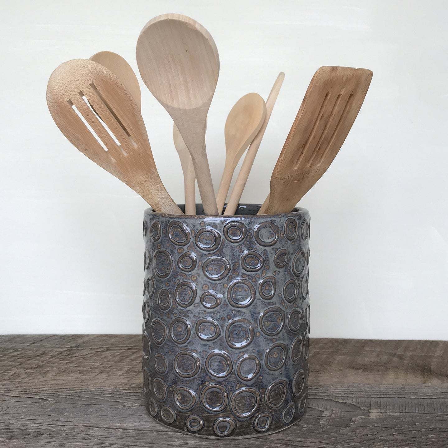 SLATE UTENSIL HOLDER WITH CIRCLES