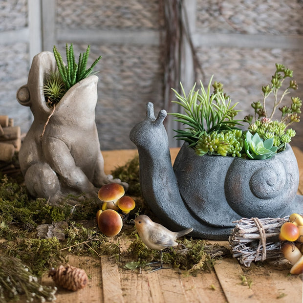 Concrete Frog/Snail Flower Pot