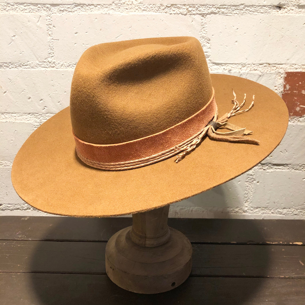 Karmativity Design Wide-Brim Hat - Tan w/Rose Band (Size XL)