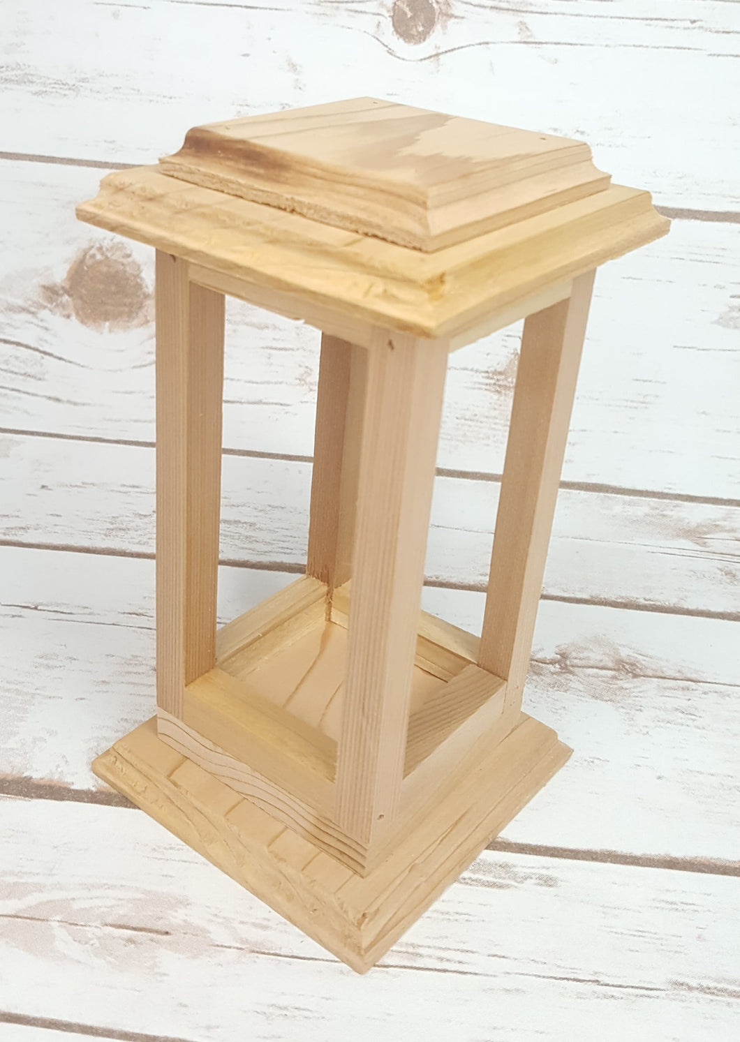 MINI ELEGANT WOODEN LANTERN