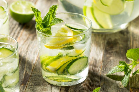 Infused Water Gurke Zitrone 5 geniale Abnehm-Drinks