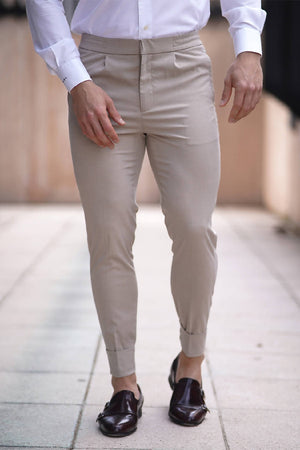 SLIM PLEAT FRONT STRETCH TROUSERS IN KHAKI
