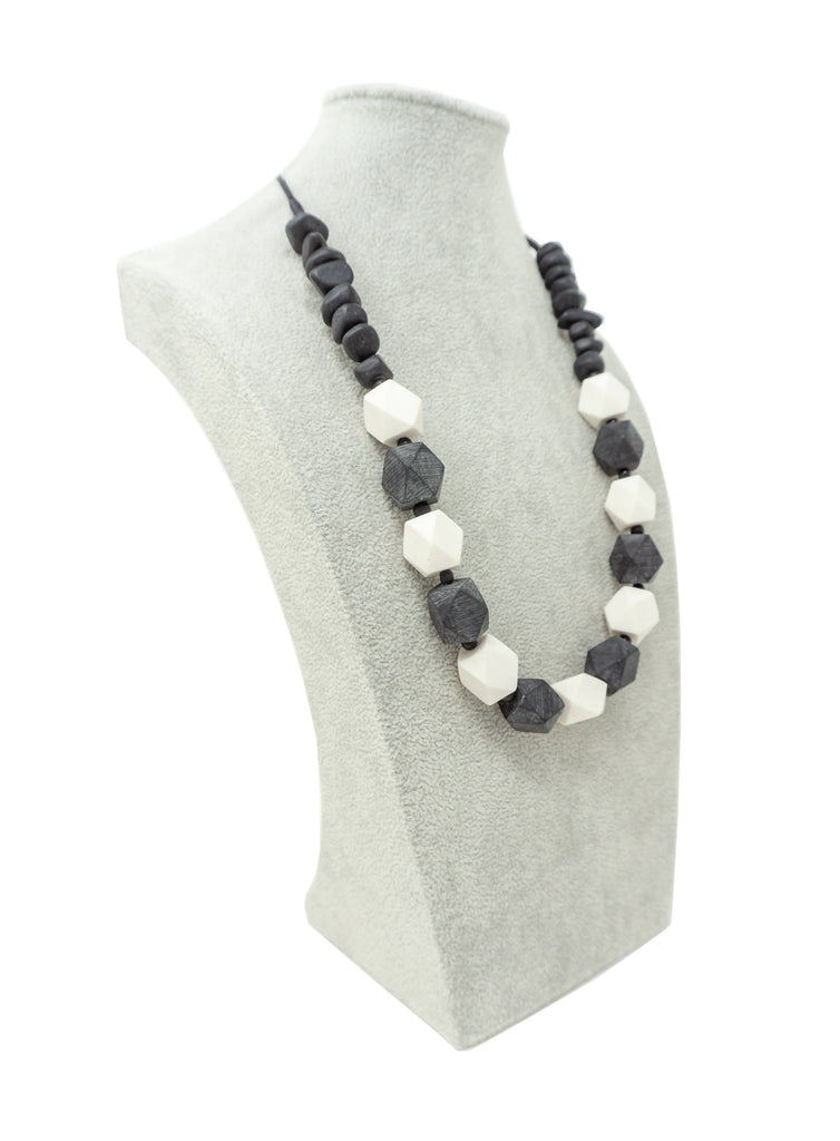 LN002N NECKLACE BLACK WHITE MIX