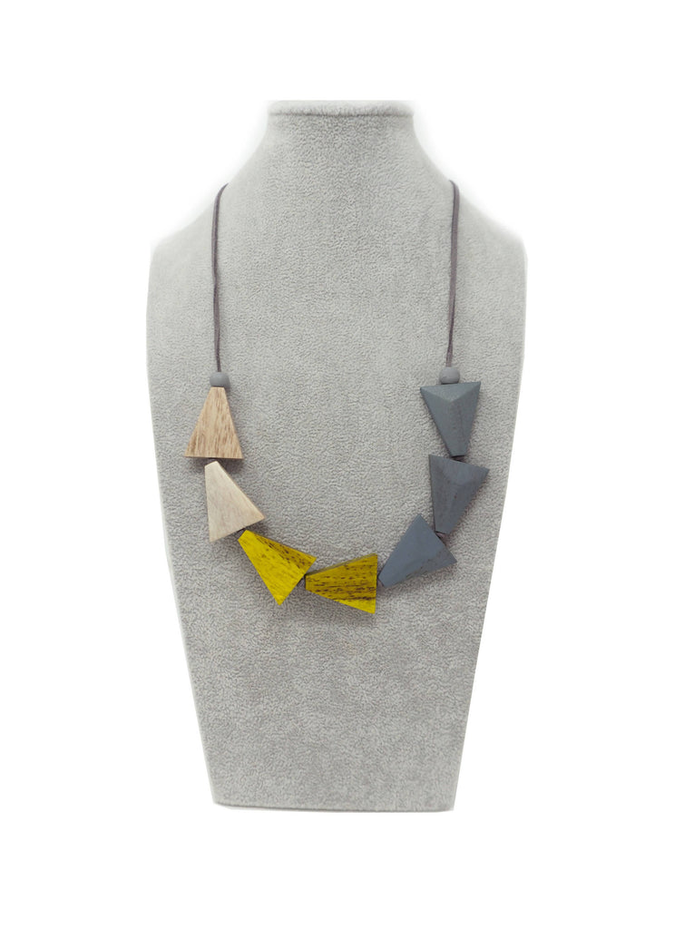 AN35N NECKLACE YELLOW TRIANGLE MIX