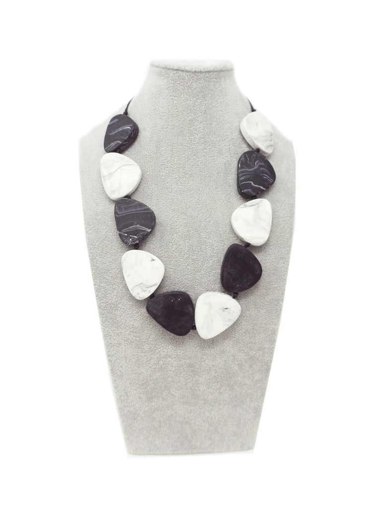 LUN148N NECKLACE BLACK WHITE MARBLE