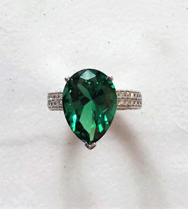 Intricate Emerald Ring