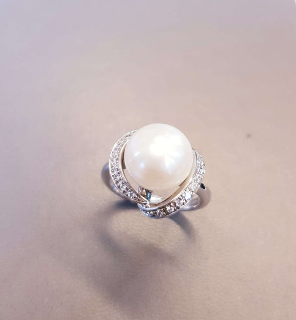 Sophisticated Pearl Ring