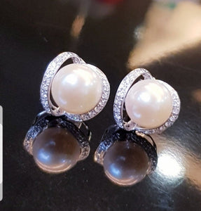 Beautiful Natural Pearl Earring