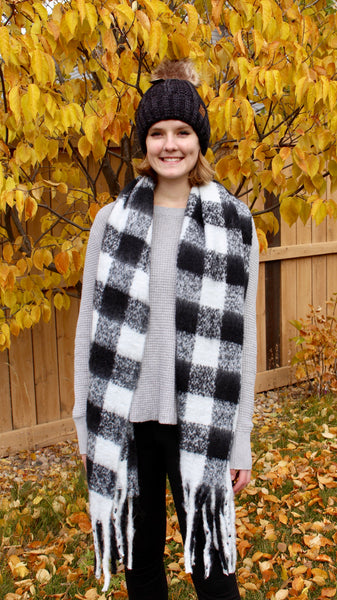 plaid tassel scarf | black and white | bloom boutique