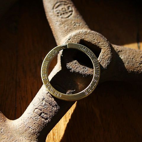 "Flat Split Ring ""Old Valley Tokyo"" in Brass"