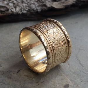 Solid gold wedding band