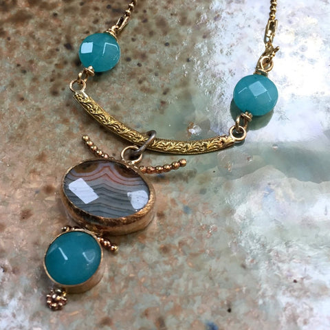 Chalcedony pendant, Goldfilled and brass necklace