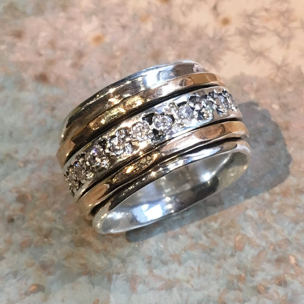 Clear zircons spinner ring