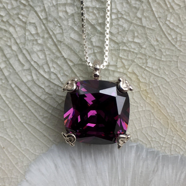 Amethyst pendant floral prongs