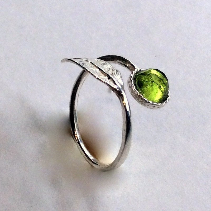 Thin ring, leaf ring, peridot ring, sterling silver ring, stone ring, stone ring, stacking ring, delicate ring - Gone with the wind R2062-2