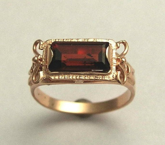 solid Rose gold garnet ring