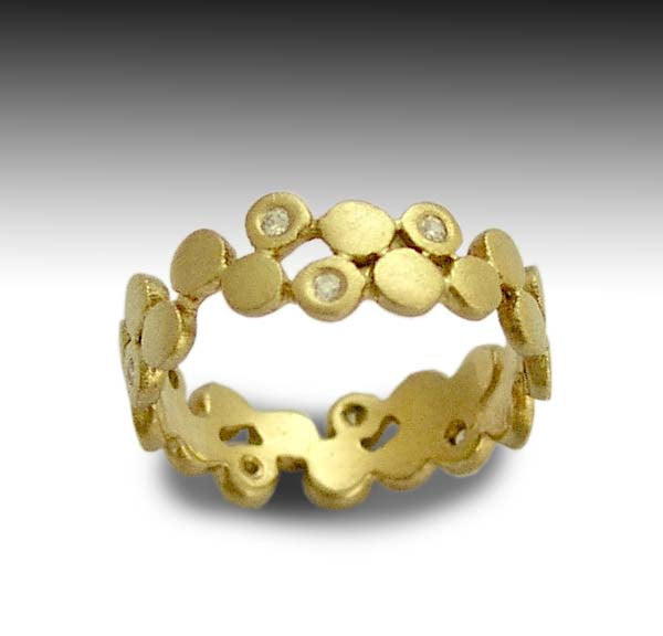 Solid yellow gold dot band