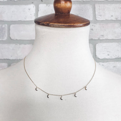 Tiny Moon short chain necklace