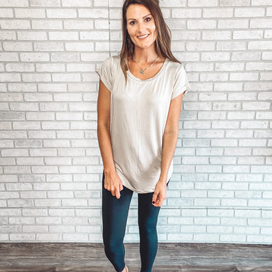 Round neck tacked sleeve basic tee
