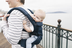 Ergobaby Omni 360: Cool Air Mesh - Midnight Blue carry on back