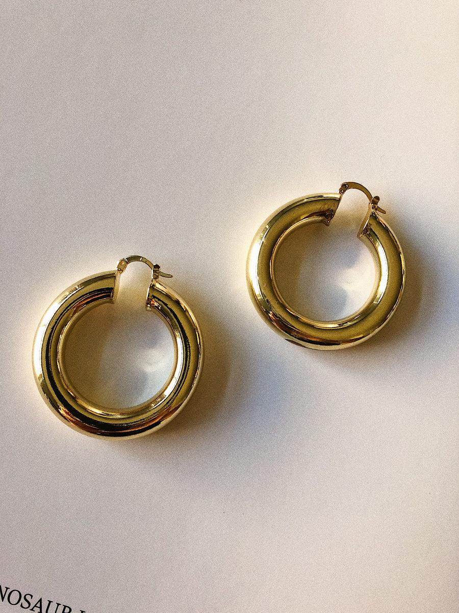 BOLD CIRCLE HOOP - GOLD