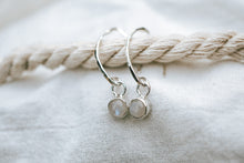 Load image into Gallery viewer, Snowberry earrings