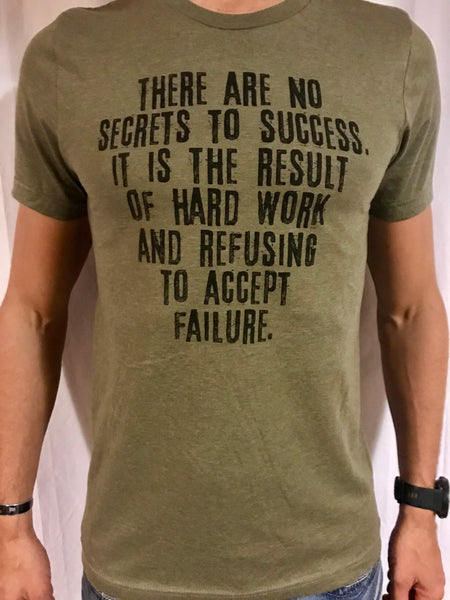 NO SECRETS TO SUCCESS - Men's T-Shirt