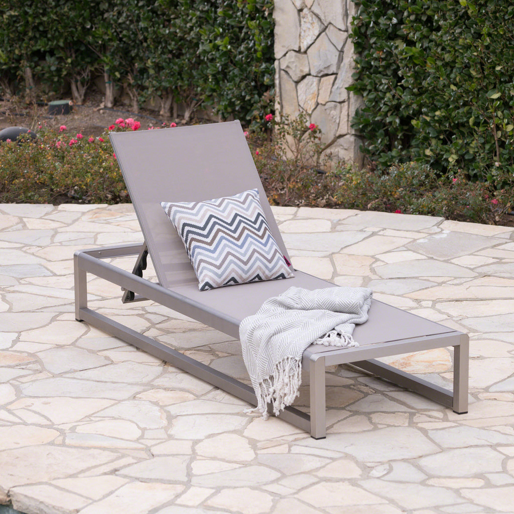 San Outdoor Mesh Chaise Lounge