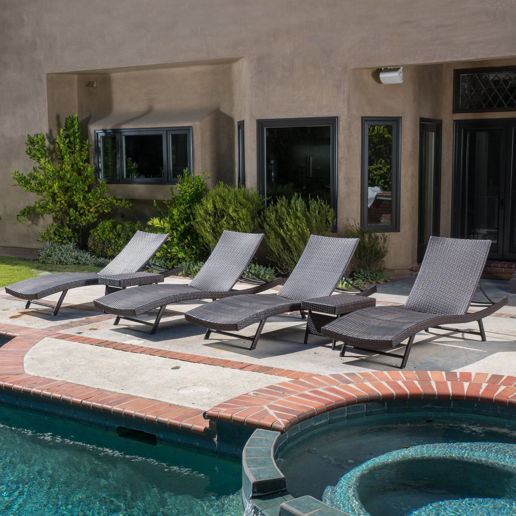 Outdoor Brown Wicker Chaise Lounge Chairs Set foto