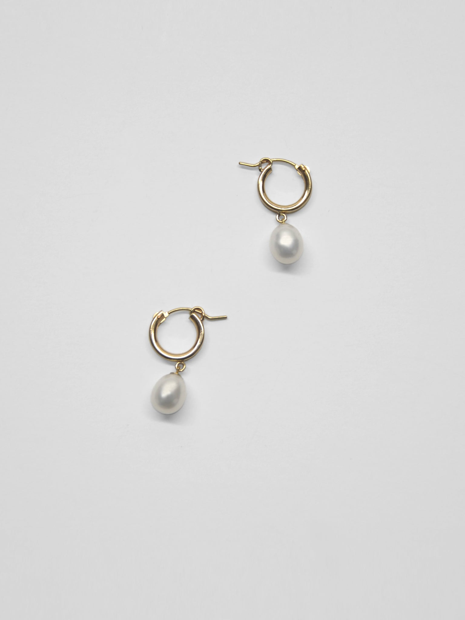 Pippa Drop Hoops / White Pearl