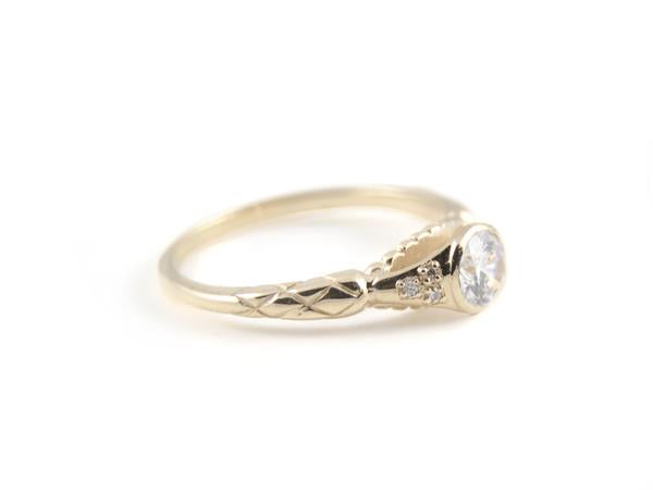 Victoria Ring / White Diamond
