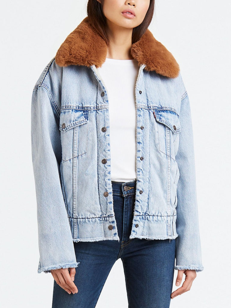Levi's - Oversized Sherpa Trucker / Killing Me Softly