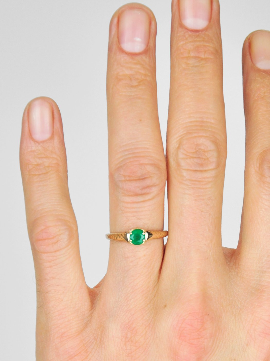 Hasna Ring / Emerald / 14Kt Yellow Gold