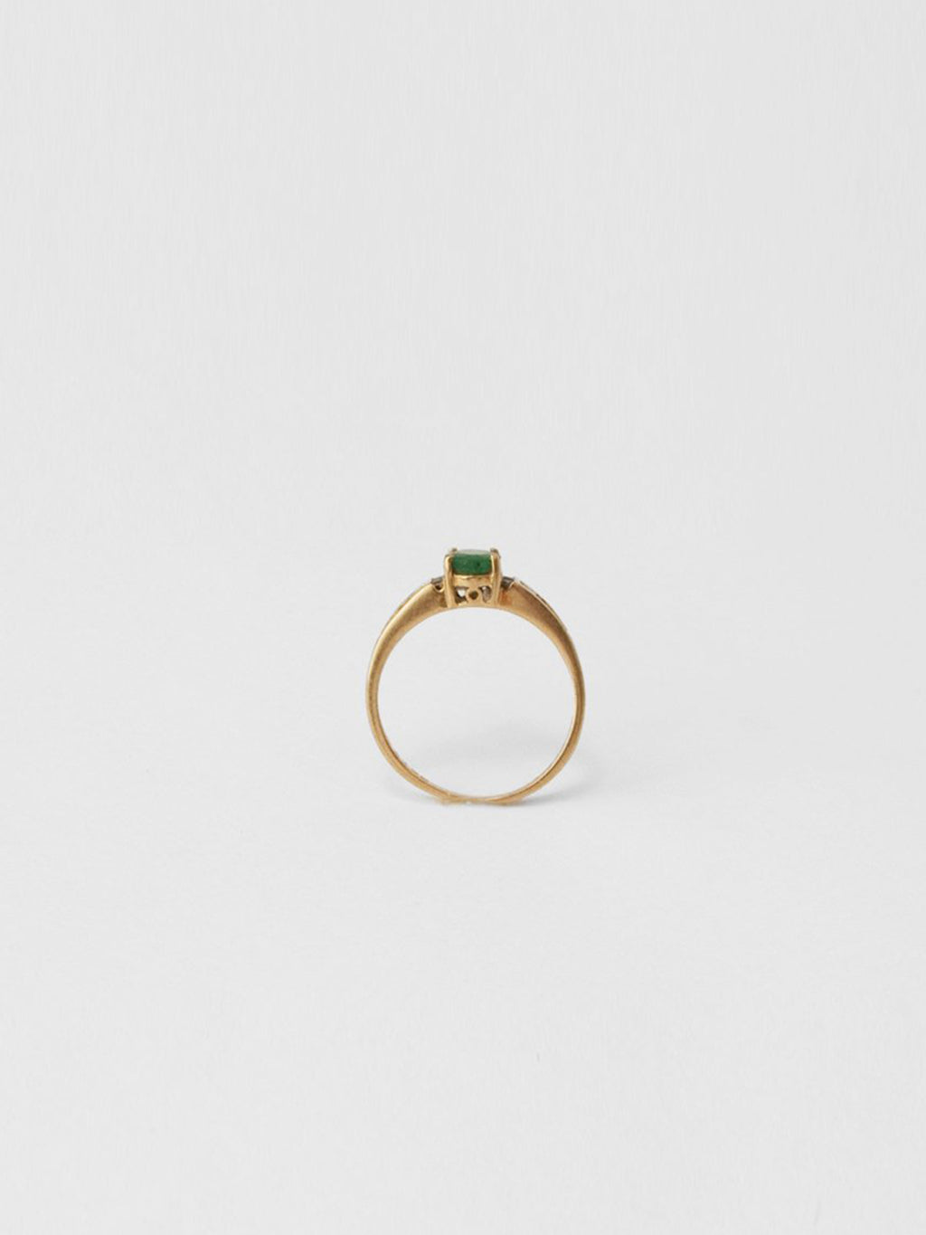 Oval Emerald & Diamond Ring / 14Kt Yellow Gold