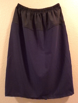 Maternity skirt navy front