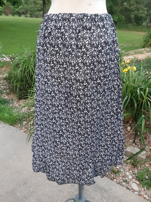 Ladies Ruffle Print Skirt- black and white print size Medium