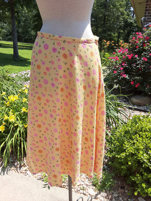 Fitted full A-line Skirt in yellow and pink daisy