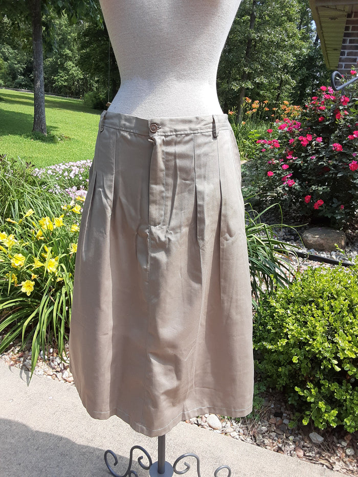 Front pleat skirt with front fly zipper. Khaki twill with pockets -XLarge