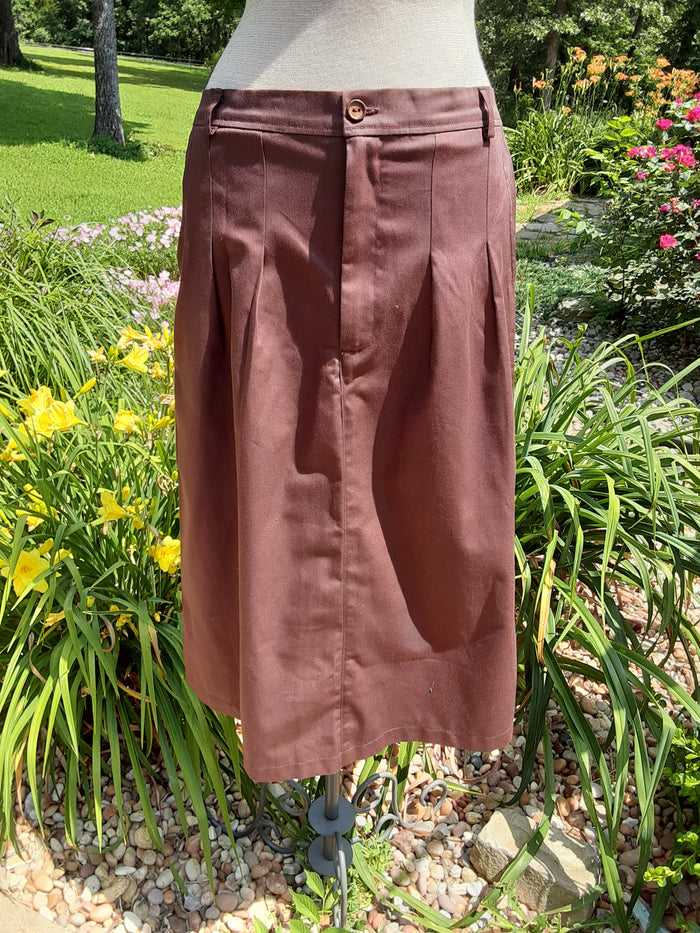 Front pleat skirt with front fly zipper. Chocolate twill with pockets -Large