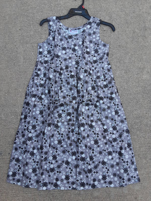 Girls modest jumper in black and silver daisy print size 12