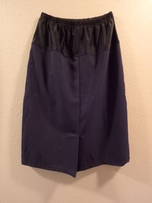 Maternity skirt back navy