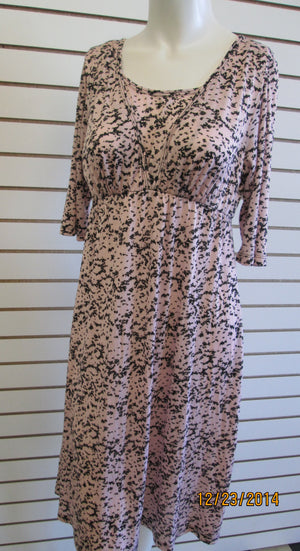 Nursing gown black and pink print