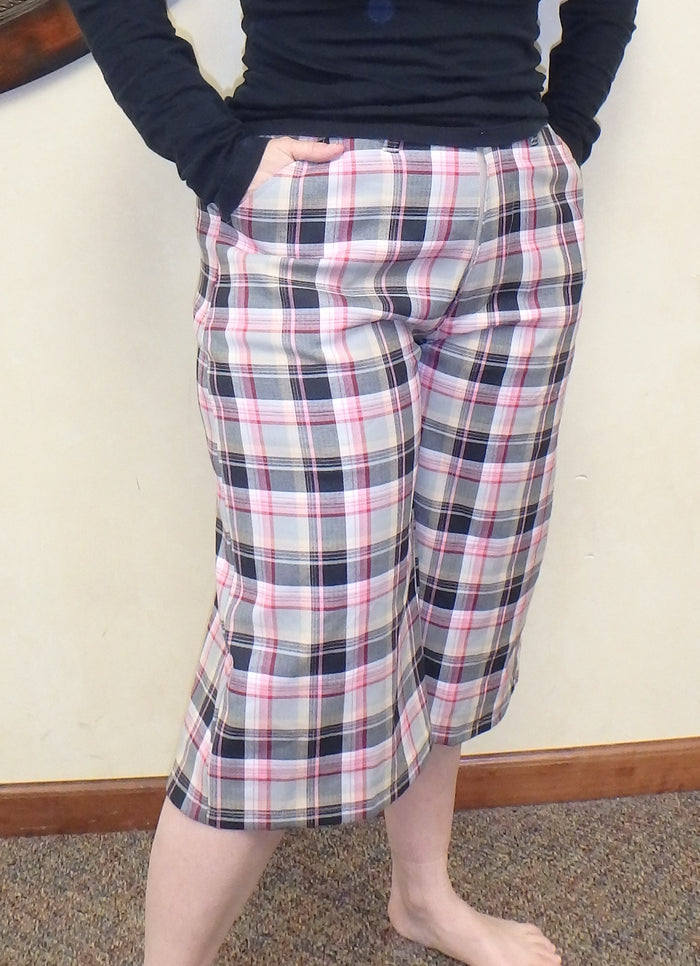 Past the knee Bermuda shorts in pink plaid