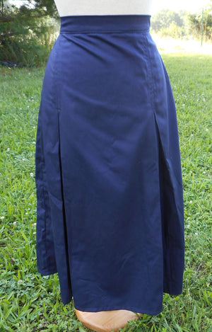 pleated uniform skirt in navy