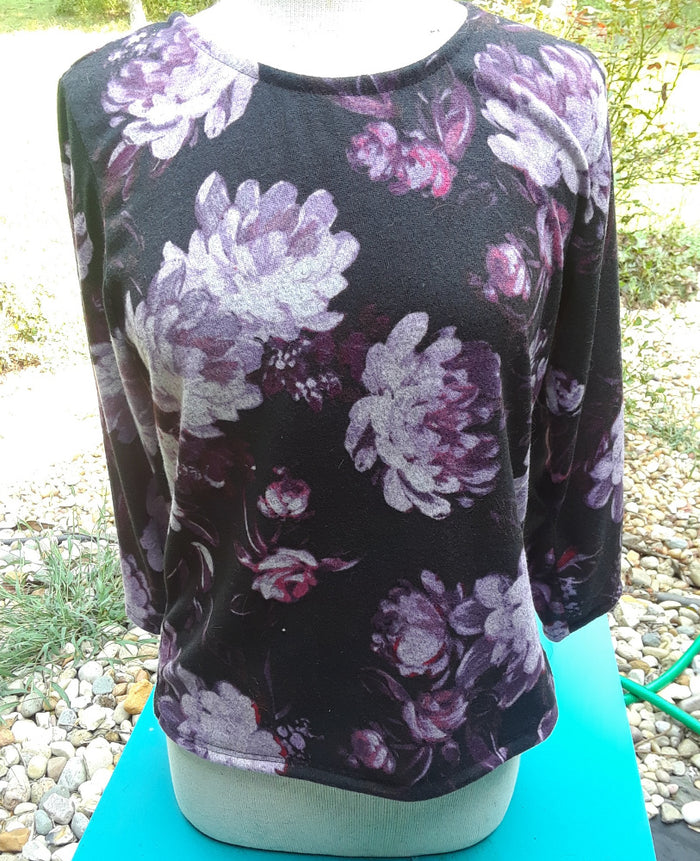 black and purple floral 3/4 Sleeve Sweater