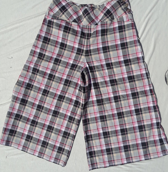 Pink plaid gaucho culotte size 8