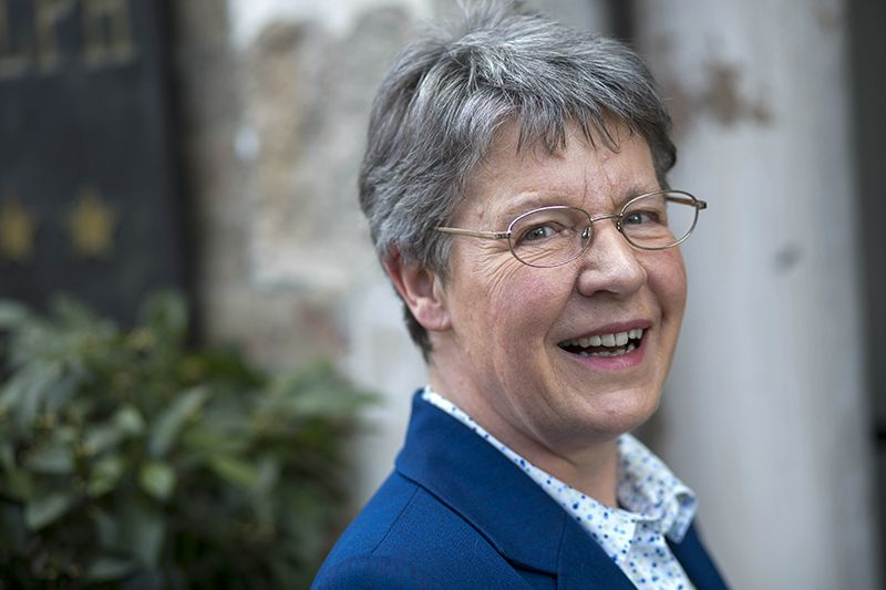 Jocelyn Bell Burnell ben awarded a Breakthrough Prize! We celebrate with FREE US Shipping!