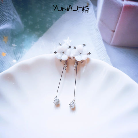 [ローズ] White Flower Shell earrings