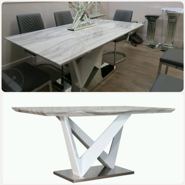 Acer table in white gloss  with chairs.
