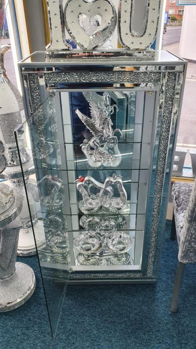 Crushed diamond display cabinet